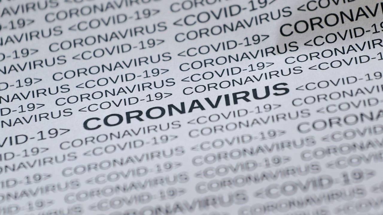 新型コロナウイルスと書かれた文字